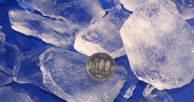 プレート製氷機で作られた氷